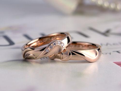 イニシャルピンクゴールド結婚指輪