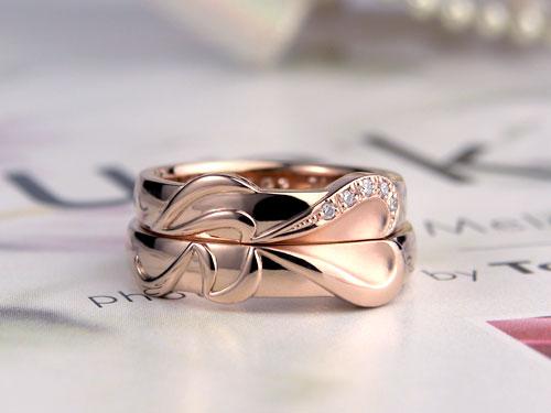 イニシャルがハートになる結婚指輪