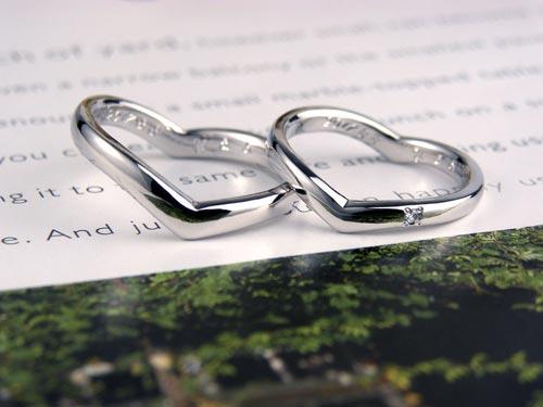 ダイヤを埋め込んだハートの手作り結婚指輪